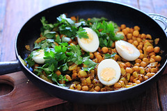 boiled eggs & curried chickpeas-3