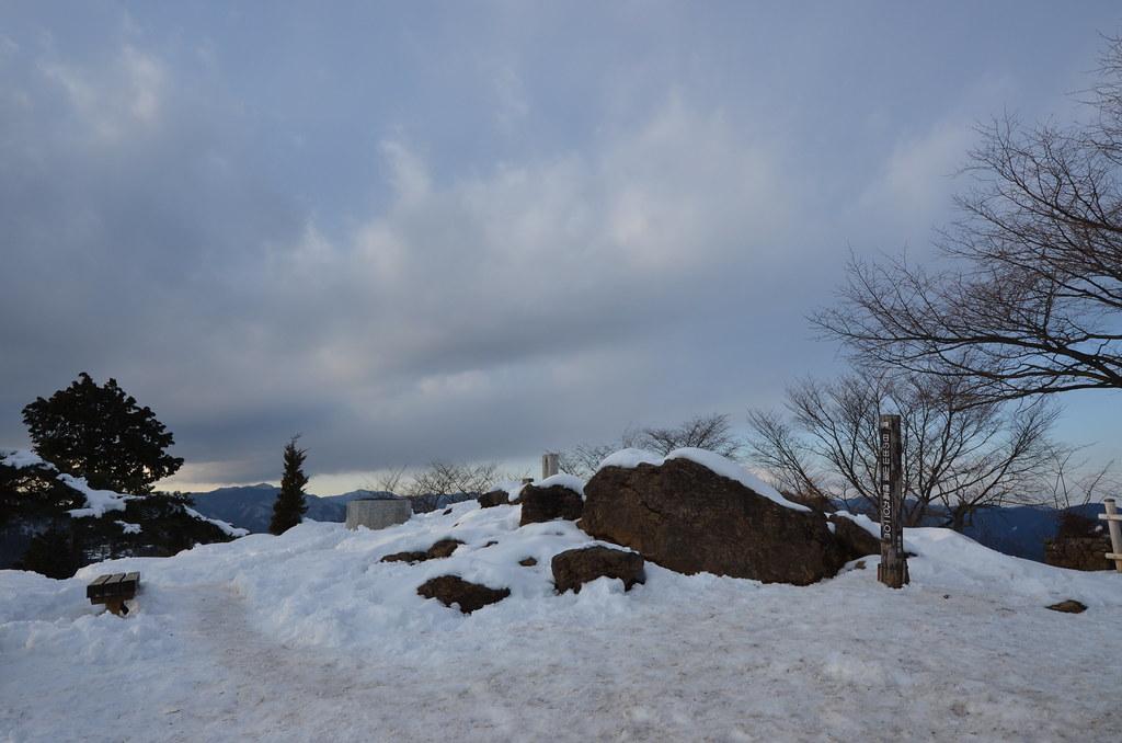 日の出山の頂上