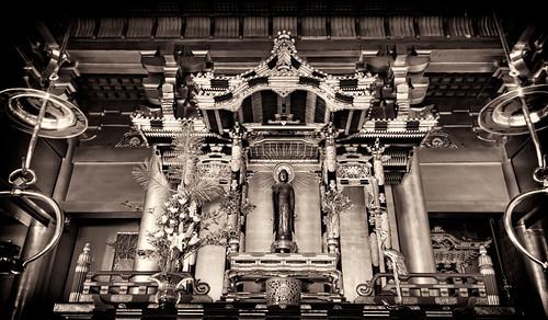 monochrome japan sepia altar temples aichiprefecture chubu honshu 愛知県 mikawa 岡崎市 laspina 本州 中部地方 davidlaspina efs1855mmf3556is niksilverefexpro okazakicity japandave japandavecom 三河国 mikawabetsuin 三河別院