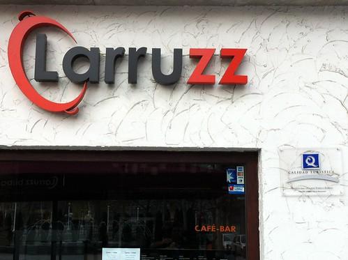 Para comer Bien y que te traten mejor... Larruzz Bilbao con la Q de Calidad by LaVisitaComunicacion