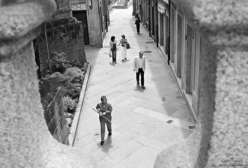 Na rúa vella by Carlos Regalado