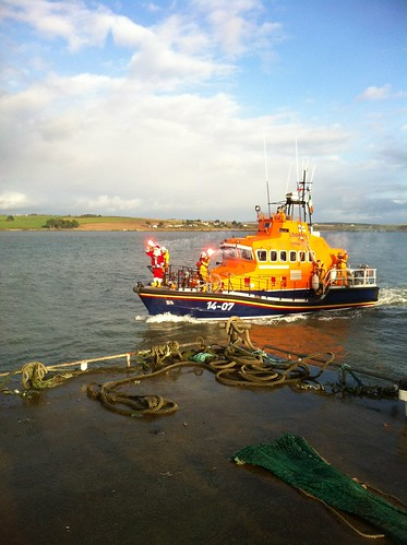 Santa arriving on Courtmacsherry lifeboat by despod