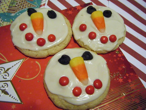 6464625063 77b1990c41 Winter Snowman Cupcakes for Christmas