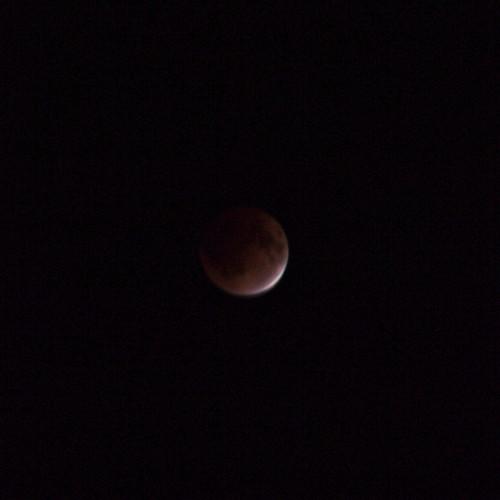 月食 完全に影に隠れる手前