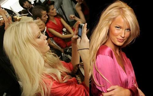Caroline-Winberg-backstage-desfile-modas