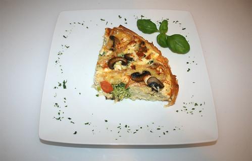 31 - Blätterteig-Quiche mit Gemüse, Feta & Camembert / Puff pastry quiche with vegs, camembert & feta - Serviert
