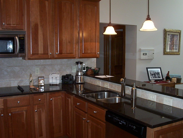 Cherry kitchen cabinets black granite for Cherry kitchen cabinets with black granite