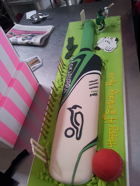 how to make cricket bat ball and stumps from fondant