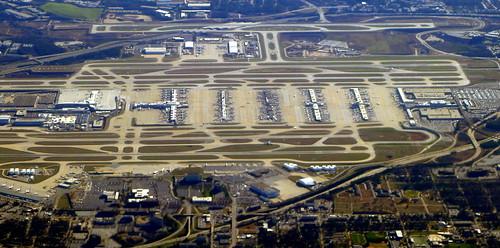 atlanta usa window ga georgia airport view atl south terminal aerial jackson runway fromplane terminals biggest largest overview flyby hartsfieldjackson hartsfield busiest runways onapproach