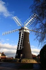 Holgate Windmill - with sails! (10)