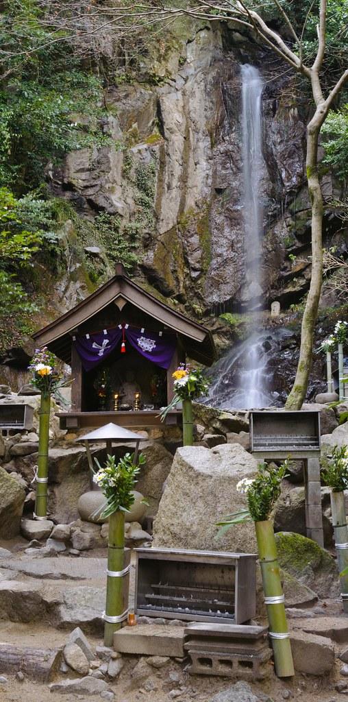 Momoo waterfall