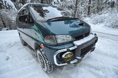 automobile, automotive exterior, sport utility vehicle, vehicle, snow, minivan, off-roading, mitsubishi, microvan, bumper, land vehicle,
