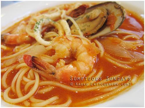 Sumptuous Sundays: Seafood Soup Spaghetti