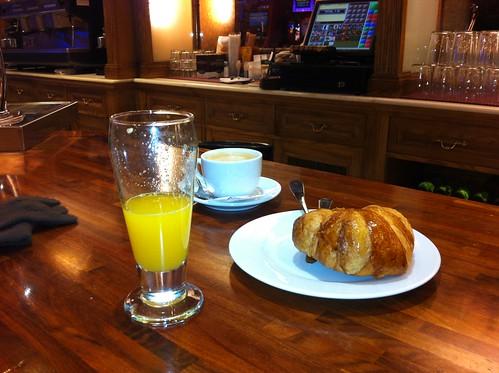 CAFE y DESAYUNO CON SIMPATIA en RIBERA 1 de BILBAO by LaVisitaComunicacion