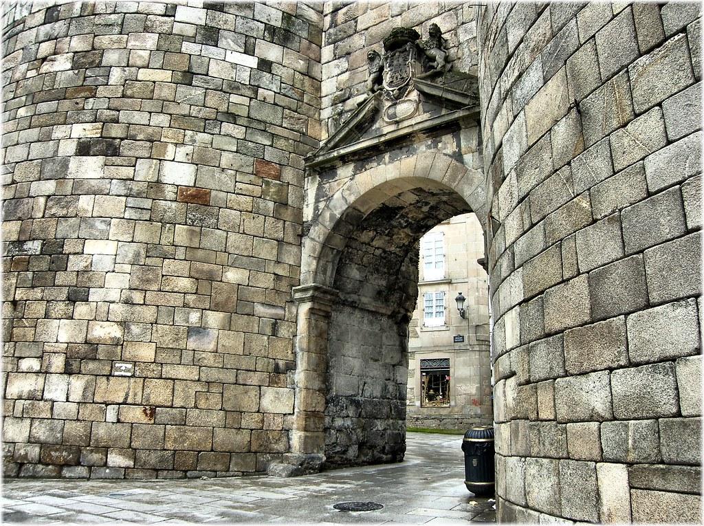 2473-Porta de San Pedro na muralla romana de Lugo