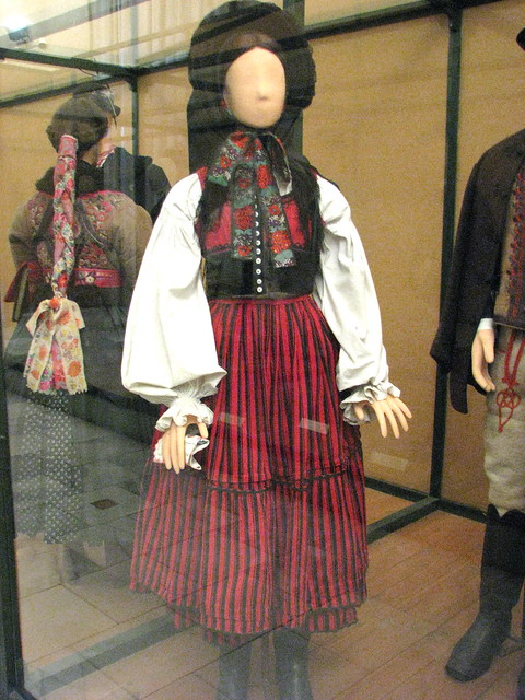 Hungarian Traditional Dress from Szekelyfold | Flickr ...