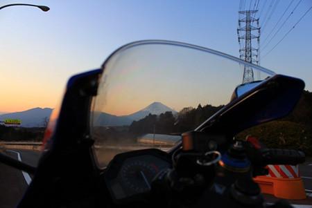 スクリーン越しの富士山