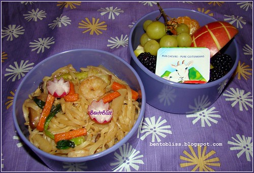 Garlic shrimp noodle bento