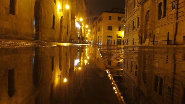 ASCOLI PICENO -  ITALY  -  Corso Giuseppe Mazzini.   Riflessioni ... speculari