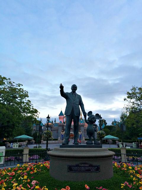 "Disneyland ""Partners"""