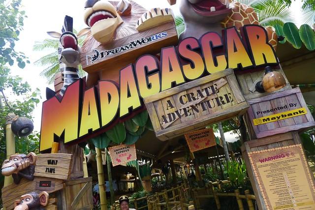 Universal Studios Singapore: Cute Madagascar!