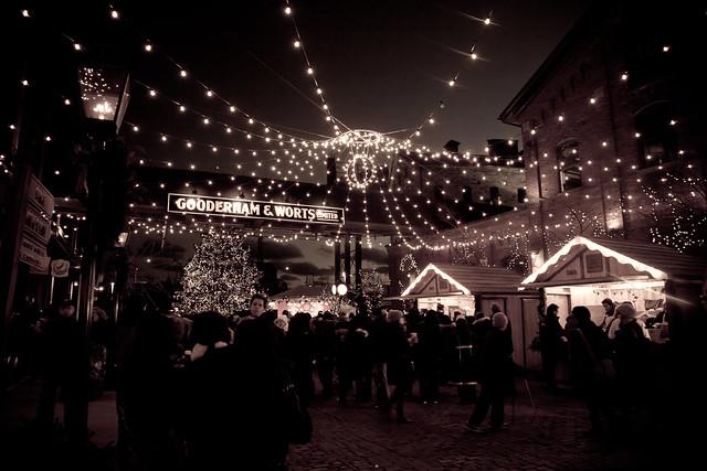 Christmas Market [EOS 5DMK2 | EF 24-105L@24mm | 1/20 s | f/4.0 |  ISO800]