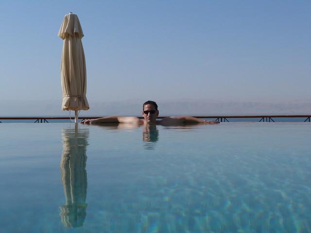 Sele en una piscina junto al Mar Muerto (Jordania)