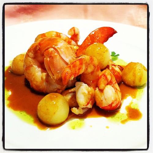 Llamàntol amb fruits de mar. Plat cuinat per Toni Gordillo del restaurant El Hogar Gallego (Calella, Maresme). Desembre de 2011. #cuina #gastronomia #calella #maresme #elhogargallego #tonigordillo