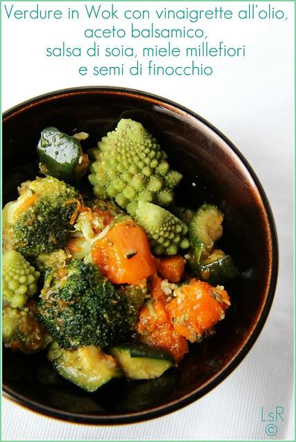 Padellata di verdure con vinaigrette all'olio, aceto balsamico, salsa di soia, miele millefiori e semi di finocchio