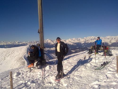 Gipfelkreuz des Gablers mit Blick auf die Ötztaler Alpen