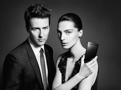 [免费图片素材] 人物, 情侣, 工作・地位, 艺人, 演員, 黑白色, 智能手机, 爱德华·诺顿, 黛莉亞·維寶莉, 时装模特 ID:201202101600
