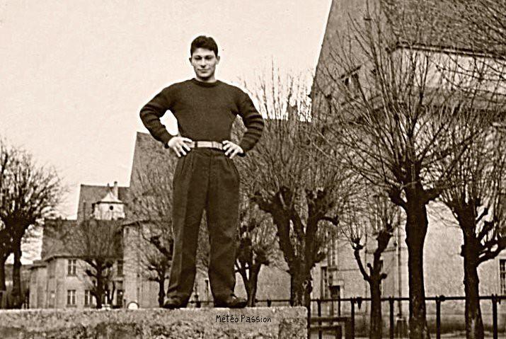 jeune homme à Strasbourg dans la douceur du début février 1966 météopassion