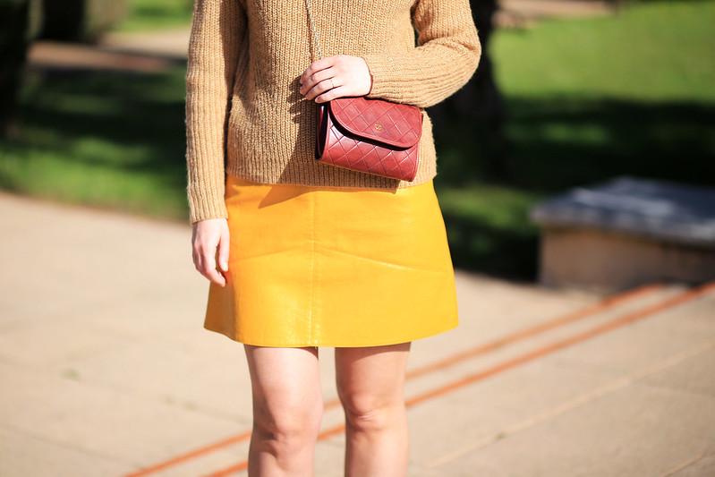 jupe jaune simili cuir sac chanel vintage bordeaux