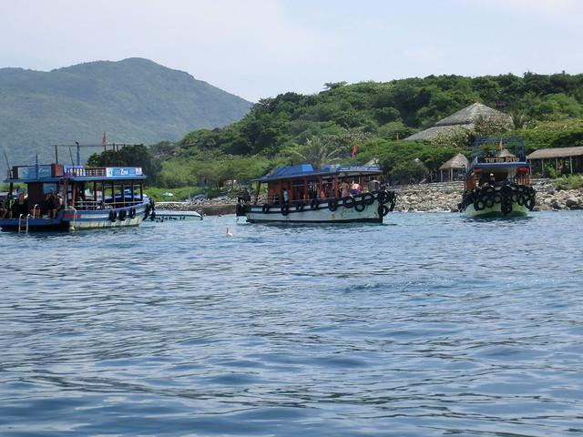 Nha Trang Vietnam Snorkeling tour at Mum Island