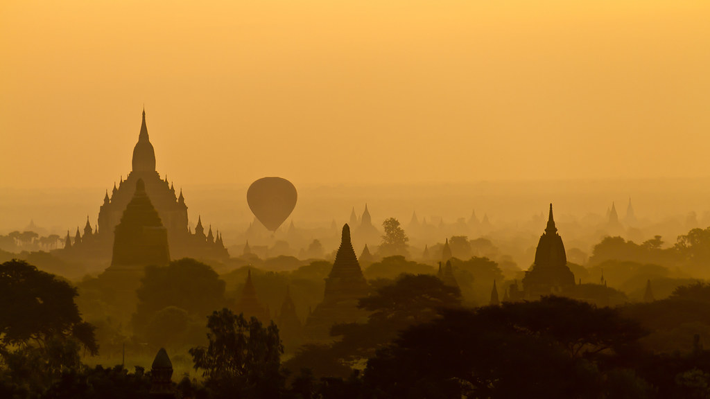 Balloon at Bagan sunrise - Myanmar (Burma)