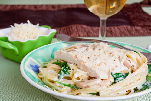 Fettuccine Alfredo With Spinach and Grilled Chicken