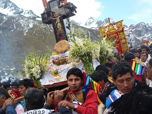 Abriendo la procesión de una columna de peregrinos