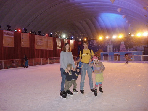 Ice Skating Family Gaylord ICE 2011