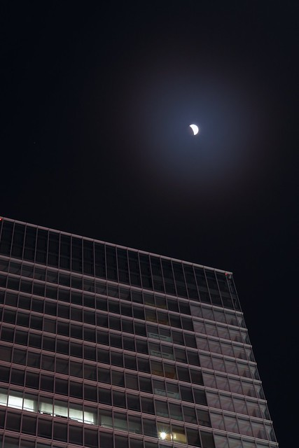 10 Dec 2011 : total eclipse starts in Akihabara, Tokyo Japan