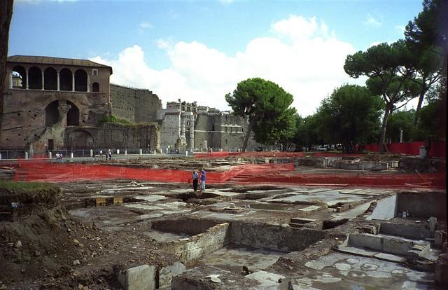 ROMA ARCHEOLOGICA - IL FORO DI TRAIANO: Scavi iniziali nel Foro di Traiano, la primavera 1998.