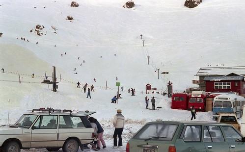 newzealand people holiday skiing outdoor canterbury mounthutt