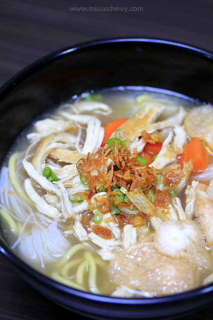 Mi Sop Ayam (Chicken Noodle Soup, $5.30)
