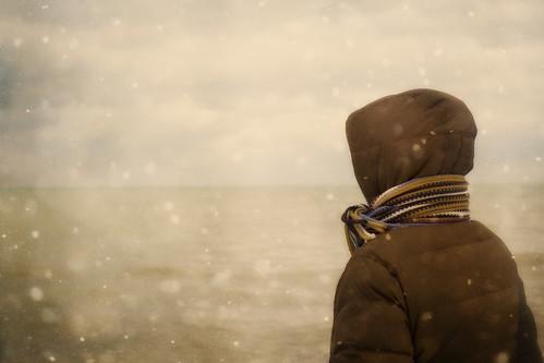 無料写真素材, 人物, 河川・湖, 人物  後ろ姿, 雪