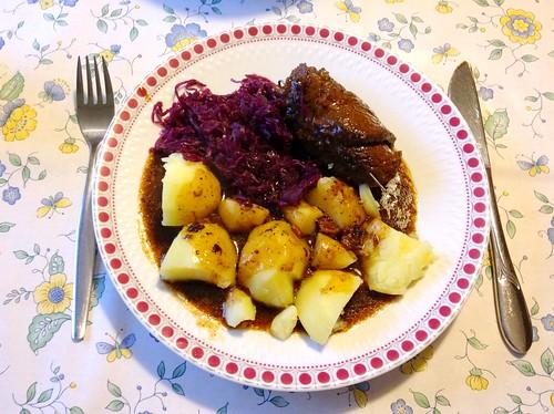 Roulade mit Rotkraut & Salzkartoffeln