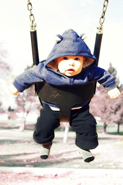 elli_swinging