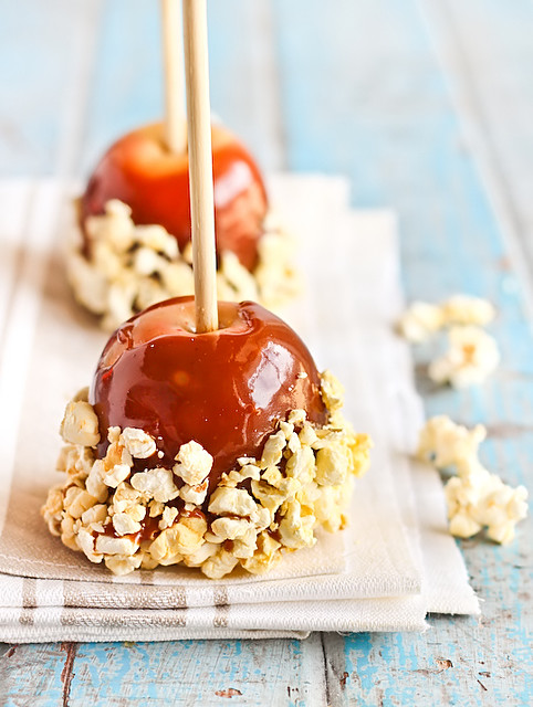 Salted Caramel Apples with Popcorn | Salted Caramel Apples w ...