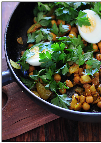 boiled eggs with curried chickpeas2