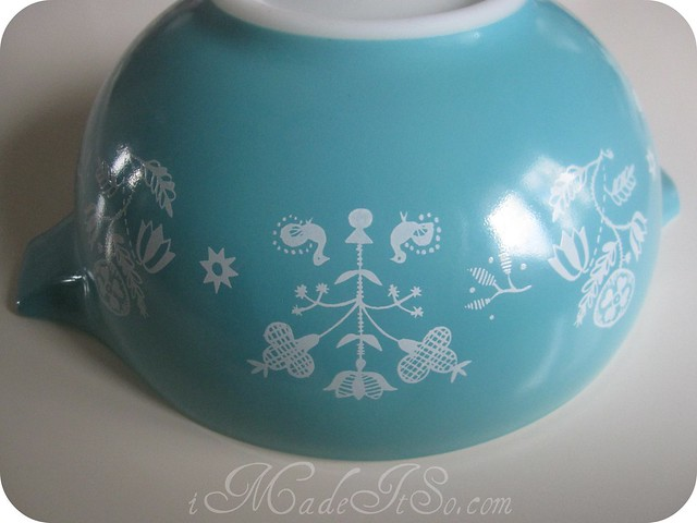 pyrex promotional embroidery blue and white cinderella bowl
