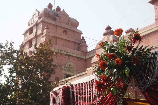 City Moment – The Portrait of a Marriage, Mandir Marg