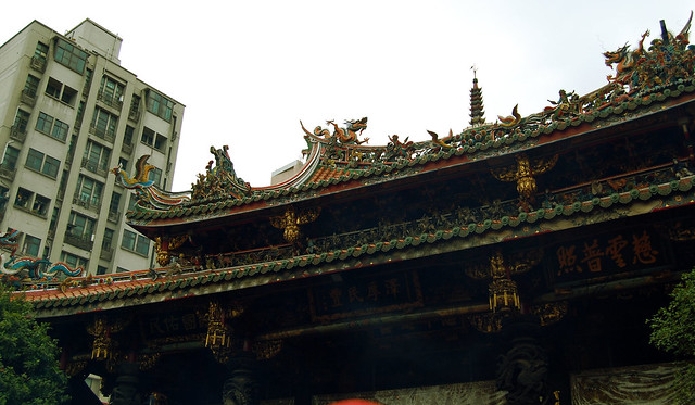 longshan temple roof
